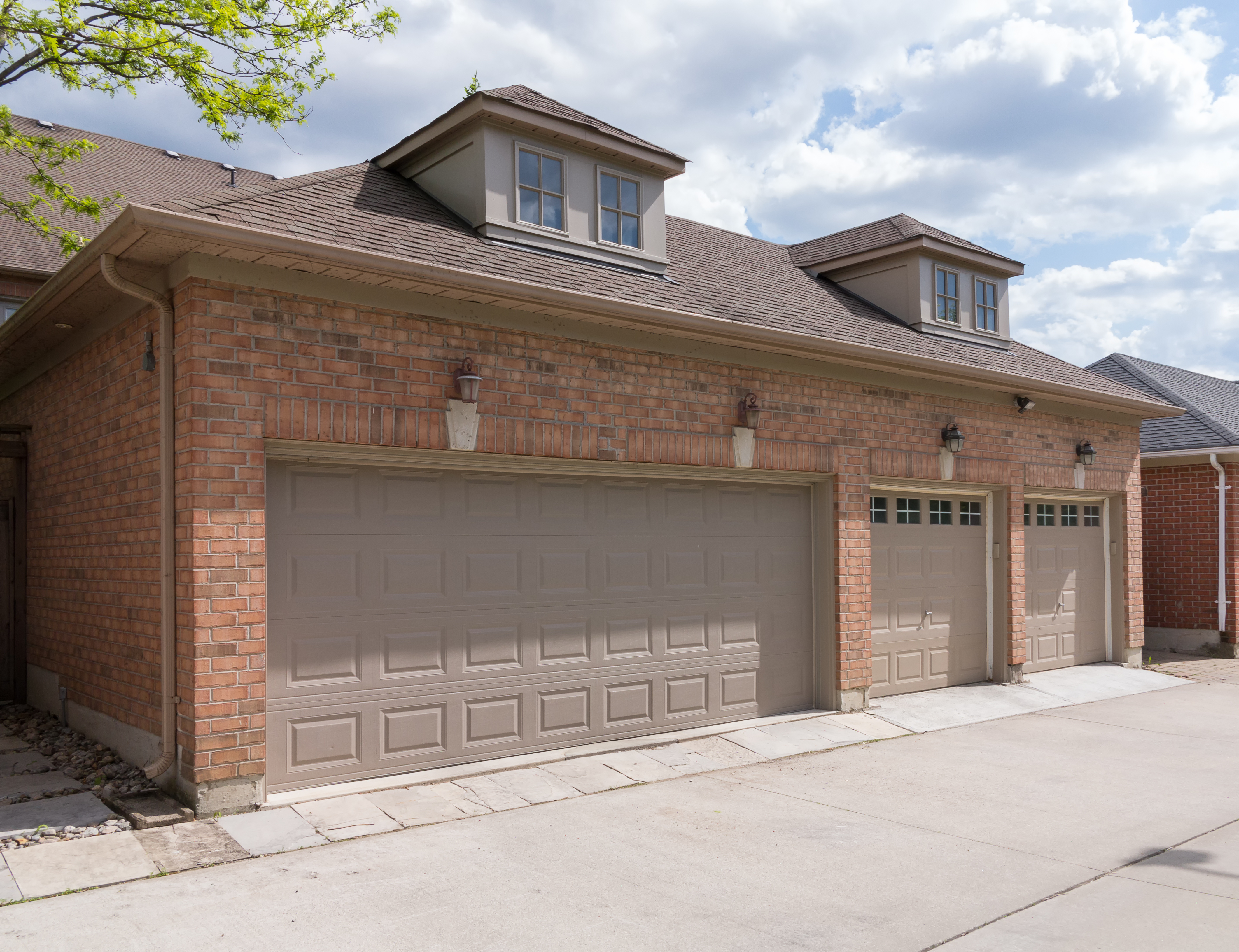 Styles To Choose From For Your Garage Door Arlington Tx